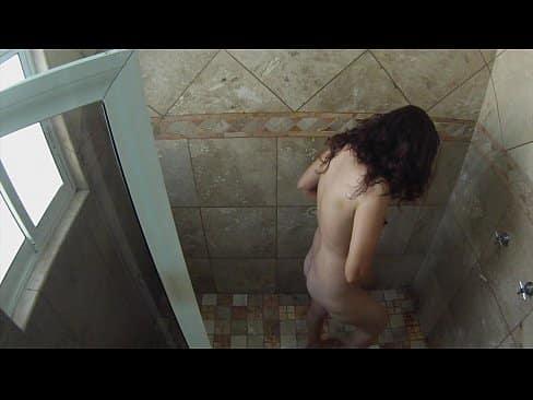 Je lui ai donné une surprise à ma sœur, il n\'y a pas rien mieux qu\'une bonne fellation pendant une douche.