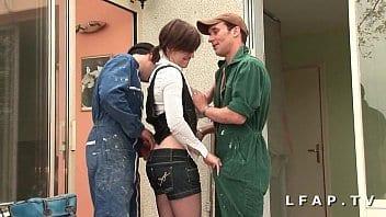 Jeune fille française est baisée par 2 amis peintres