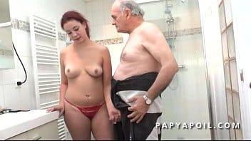 belle pute thai qui fait la totale a un blanc qui aime le sexe hard
