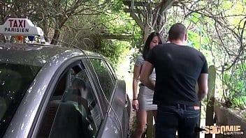 Chauffeur de taxi encule sa passagère