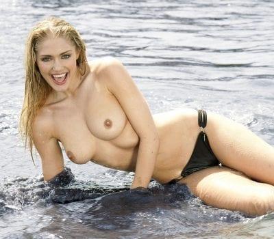 Nicole Neal, une blonde en lingerie XXX