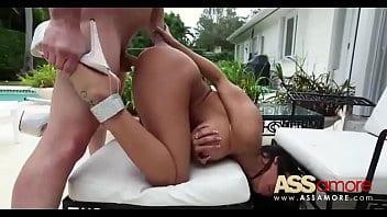 Latine Lela Star profite d'une bonne baise avec son copain