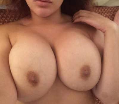 La soeur de ma copine m'envoie ses photos porno par telegram