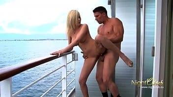 Belle défonce dans un yacht