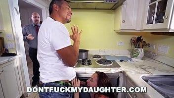 Découvrira le père que le plombier baise la fille ?