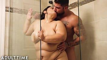 Douche à vapeur avec une excitante BBW
