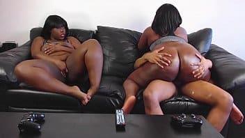 Il aime les jumeaux noirs aux grosses fesses et gamers