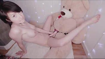 Relations sexuelles avec un ours en peluche