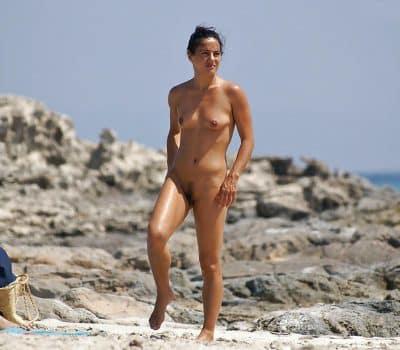 Les femmes salopes sur la plage nous excitent