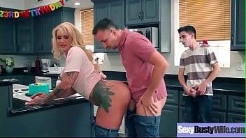 Femme de ménage se fait ramoner fortement
