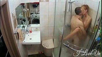 Russe défoncée dans la douche