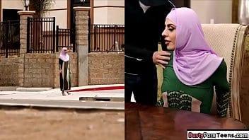 Sexy arabe se laisse baiser cher