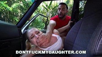 Jeune Nicole se fait choper par le carwash mec