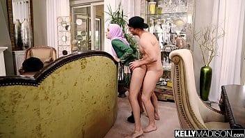 Audrey obéit à son mari et se laisse remplir le visage de foutre