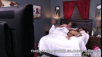 Belle-mère sexy Lisa Ann l'aide à dormir