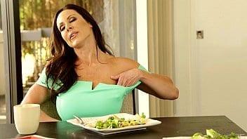 Si vous aimez Kendra Lust, voici une compilation lesbienne superbe