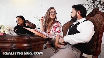 Organisatrice de mariages essaie de saboter le mariage avec son cul