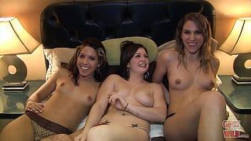 Trois lesbiennes profitent d'une rencontre chaude